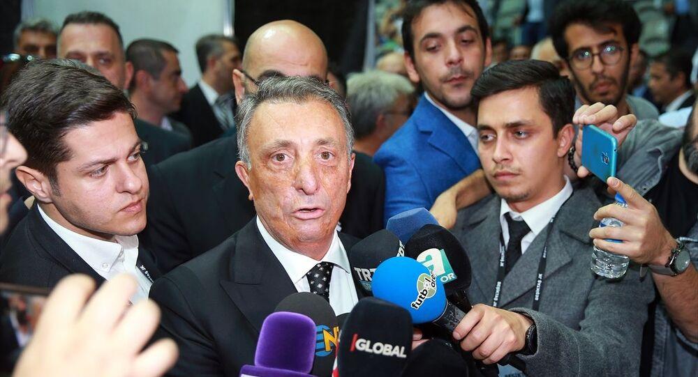 Beşiktaş Kulübünün olağanüstü seçimli genel kurulunda başkan adayı Ahmet Nur Çebi oyunu kullandıktan sonra basın mensuplarına açıklamada bulundu.
