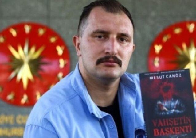 Cumhurbaşkanı Recep Tayyip Erdoğan'ın koruma ekibinde görev yapan polis memuru Mesut Canöz