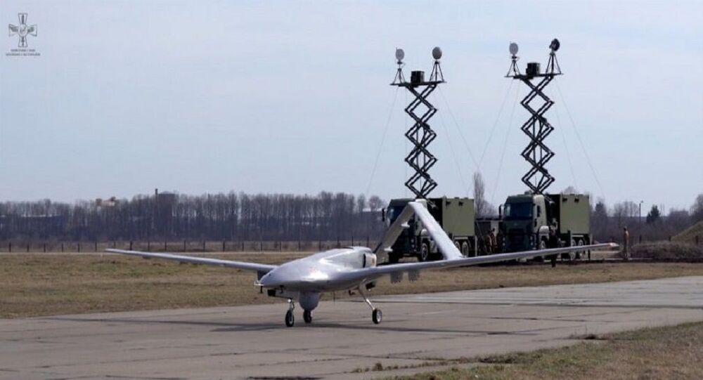 Baykar Savunma tarafından geliştirilen Bayraktar TB2 Silahlı İnsansız Hava Aracı'nın (SİHA) Ukrayna Silahlı Kuvvetleri'ne tesliminden sonra Ukrayna Hava Kuvvetleri fotoğraflarını paylaştı.