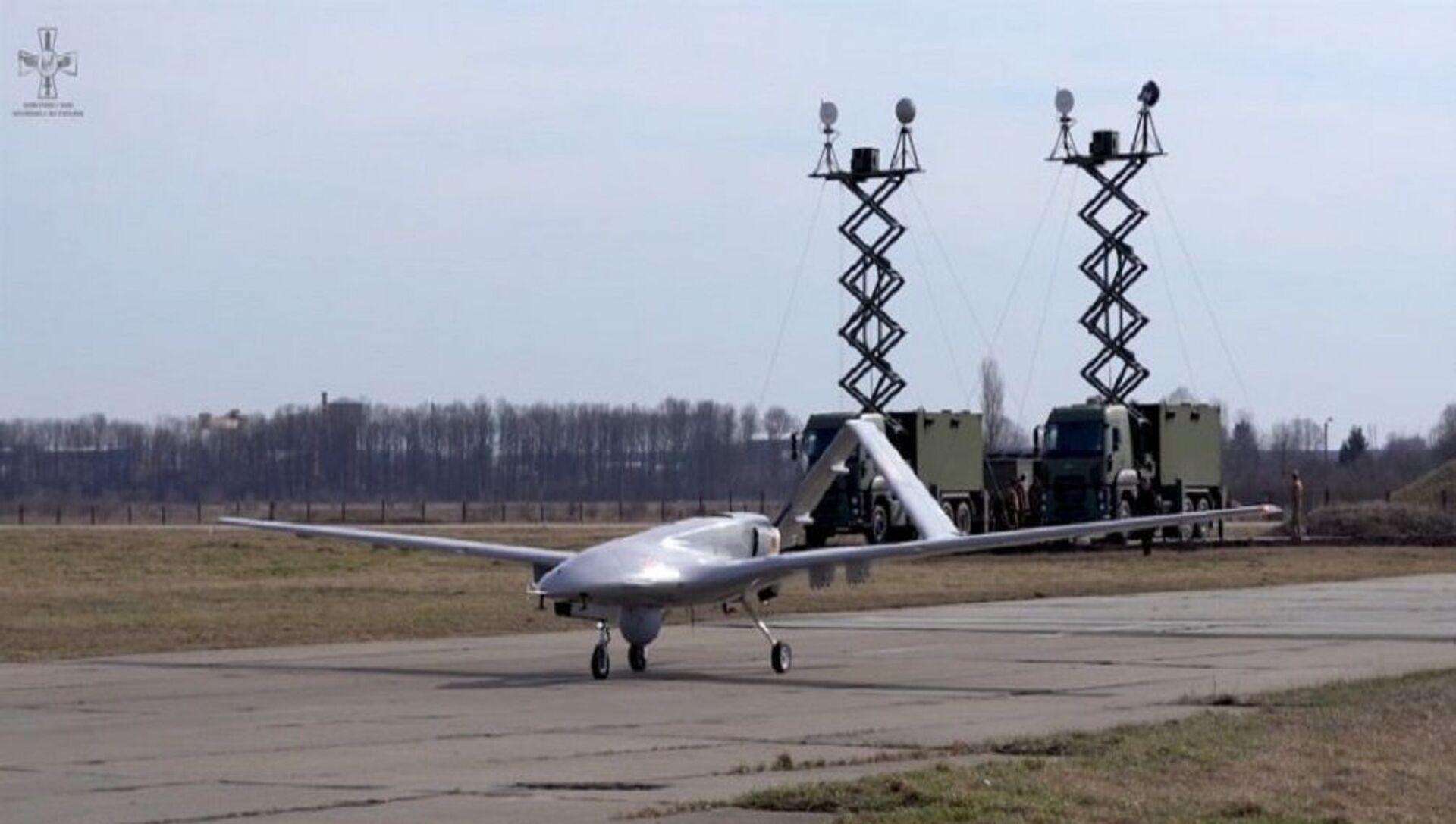 Baykar Savunma tarafından geliştirilen Bayraktar TB2 Silahlı İnsansız Hava Aracı'nın (SİHA) Ukrayna Silahlı Kuvvetleri'ne tesliminden sonra Ukrayna Hava Kuvvetleri fotoğraflarını paylaştı. - Sputnik Türkiye, 1920, 20.04.2021