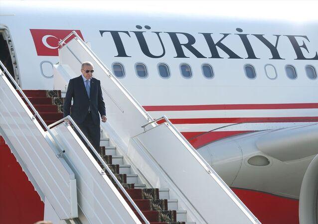 Türkiye Cumhurbaşkanı Recep Tayyip Erdoğan, özel uçak TUR ile saat 12.45'te Rusya'nın Soçi kentine geldi.