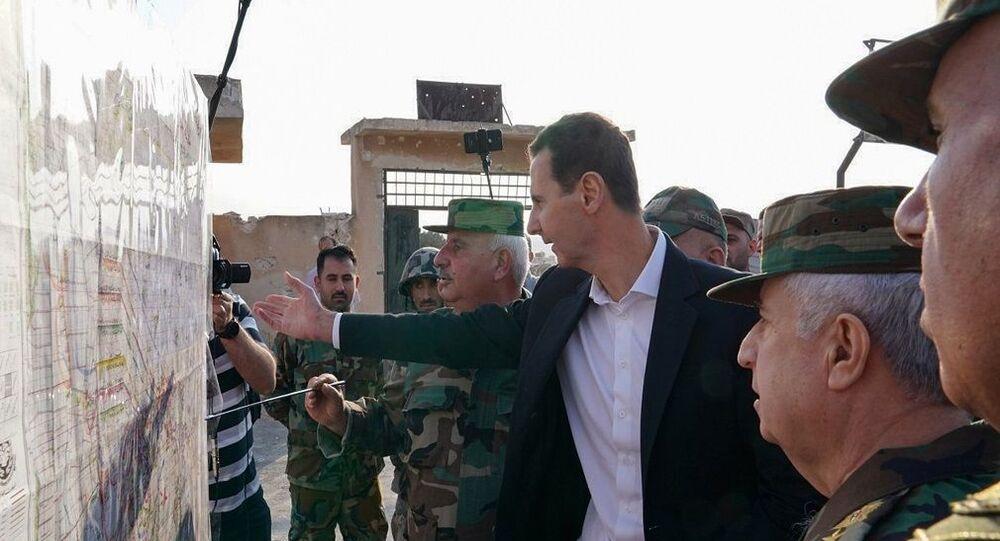 Suriye krizi başladığından bu yana ilk kez İdlib'e giden Devlet Başkanı Beşar Esad, Kürtlerle yapılan anlaşma kapsamında Türkiye sınırına Suriye askerlerinin konuşlandırılmasını yorumladı.