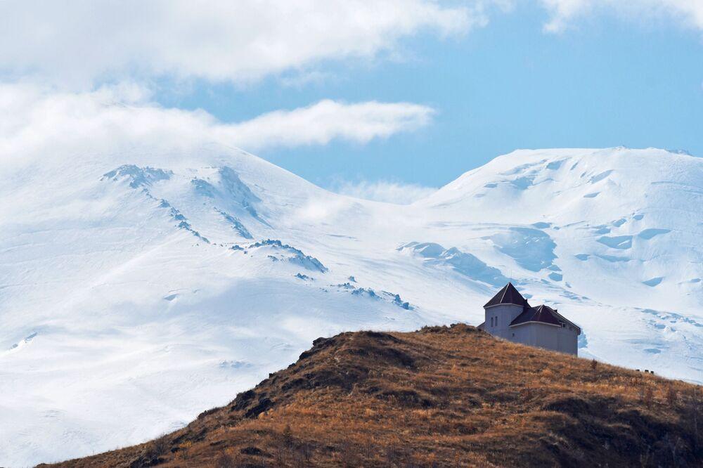Kabardey-Balkarya'daki Elbruz Dağı'nın eteğinde yer alan butik otel.