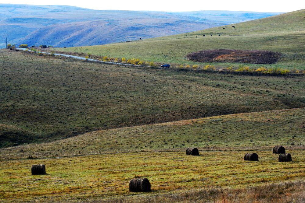 İkisi Rusya'ya bağlı olan Kabardey-Balkar ve Karaçay-Çerkes Cumhuriyetleri arasındaki sınır hattı.