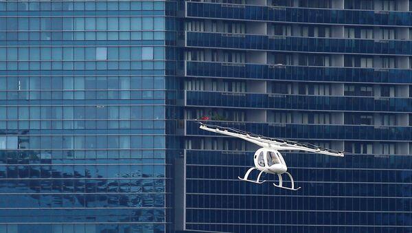 A Volocopter air taxi performs a demonstration in Singapore, October 22, 2019. REUTERS/Feline Lim - Sputnik Türkiye