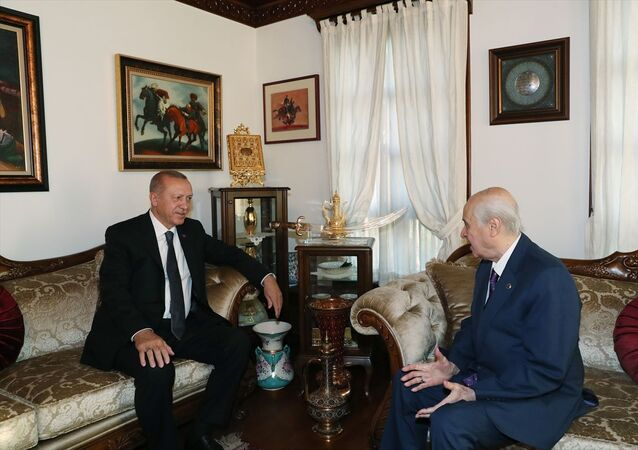 Cumhurbaşkanı Recep Tayyip Erdoğan, MHP Genel Başkanı Devlet Bahçeli'yi evinde ziyaret etti