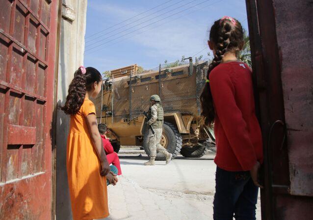 Barış Pınarı Harekatı kapsamında Tel Abyad'da devriye yapan Türk askerleri