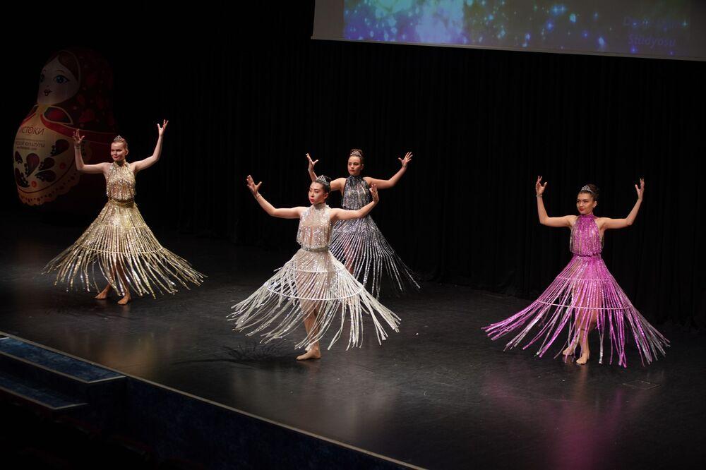 Antalya'nın Muratpaşa Belediyesi'nde yapılan İstoki (Kökenler) Uluslararası Rus-Türk Dostluğu  Festivali'nin açılış konserinde Tataristan'dan Kuzey Osetya'ya kadar Rusya'nın farklı bölgeleri tanıtıdı.