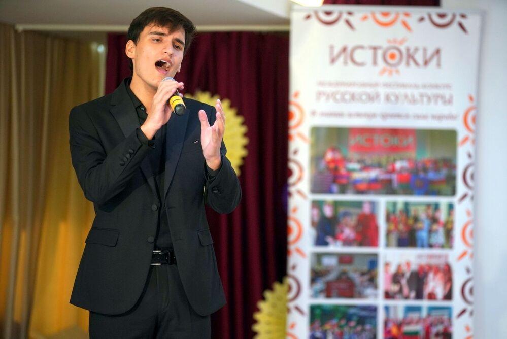 İstoki Festivali kapsamında Antalya'daki Moskova Uluslararası Okulu'nda düzenlenen Türkiye Ses Yarışması'ndan bir kare.