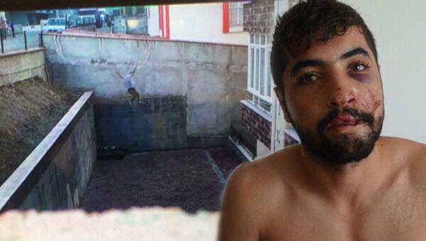 Karabük'te, koşarak 5 metre yükseklikten, apartman bahçesine atlayarak yaralanan üniversiteli Yusuf Yıldız'ın (23), atlayışını cep telefonu kamerasıyla kaydettiği ortaya çıktı. Yıldız, Tarzanlık falan yapmak yok. Spor amaçlı yaptım. Bunun hoş görülmesi lazım dedi. - Sputnik Türkiye