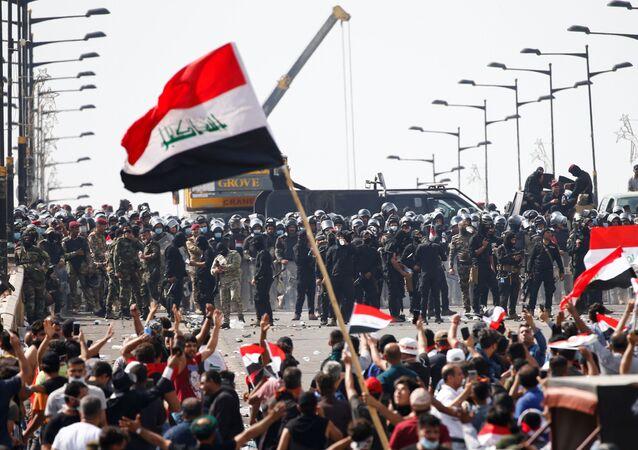 Irak başkenti Bağdat'ta protestocularla güvenlik güçleri karşı karşıya