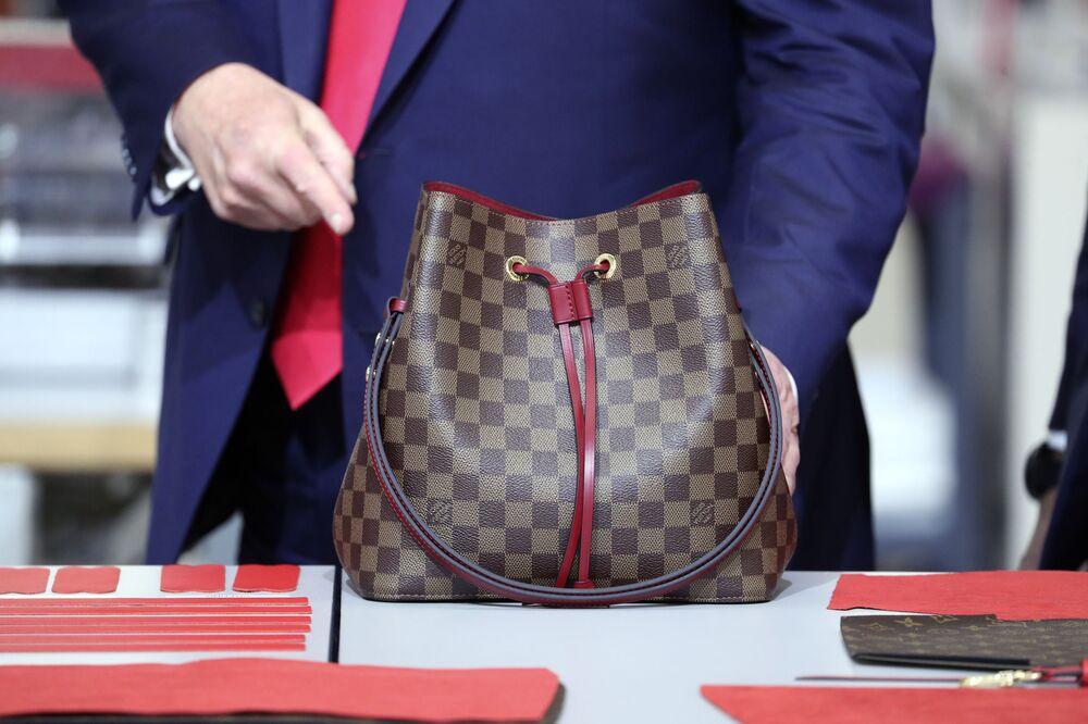 Louis Vuitton, %14'lük büyüme oranıyla 32,223 milyar dolarlık bir marka değerlemesine sahip. Bunun yanı sıra dünyanın en değerli lüks perakende markası olan Louis Vuitton, 2019 yılında tüm endüstrilerin dahil olduğu en iyi küresel markalar listesinde 17. sırada yer aldı.