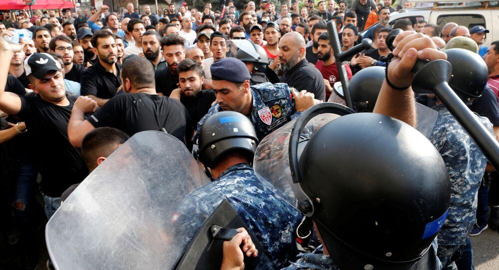 Lübnan başkenti Beyrut'ta 25 Ekim 2019'da Hizbullah taraftarları ile polis arasında arbede