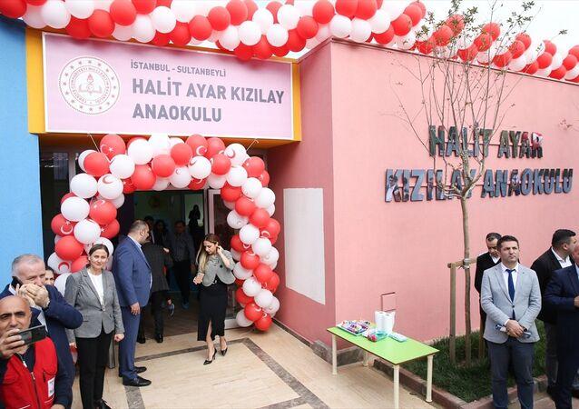 Geçen ay İstiklal Caddesi'nde uğradığı bıçaklı saldırı sonucu hayatını kaybeden İTÜ Elektrik Elektronik Bölümünden bu yıl mezun olan Halit Ayar'ın adının verildiği anaokulu açıldı.
