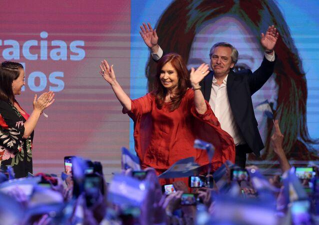 Arjantin'de Alberto Fernandez'in devlet başkanlığı, Cristina Kirchner'ın da devlet başkanı yardımcısı adayı olduğu Herkesin Cephesi Koalisyonu geçerli oyların yüzde 47.86'sını topladı.