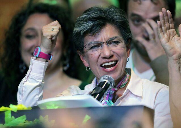Kolombiya yerel seçimlerinde Bogota belediye başkanı seçilen Claudia Lopez zafer konuşması yaparken