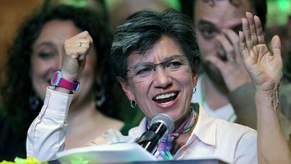 Kolombiya yerel seçimlerinde Bogota belediye başkanı seçilen Claudia Lopez zafer konuşması yaparken - Sputnik Türkiye