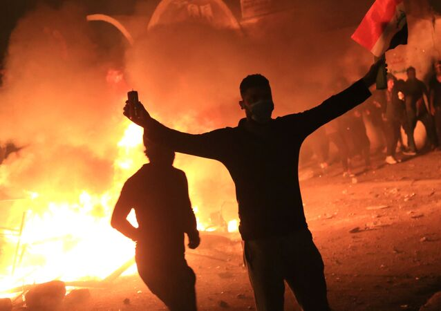 Bağdat'taki hükümet karşıtı gösteriler üniversite öğrencilerinin de katılımıyla büyüyerek devam ediyor.