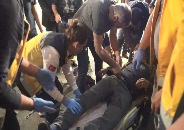 Bursa'da aldığı mandalinayı beğenmeyince çıkan tartışmada, pazarcılar Ömer Dönmez ve Nuri Mutlu'yu, tabancayla vurarak yaralayan emekli polis memuru Gürkan Erol, tahliye edildi.