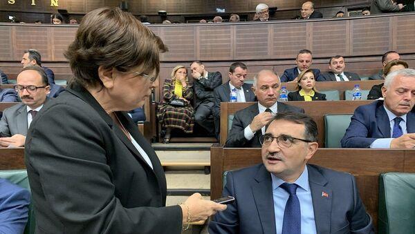 Sputnik muhabiri Yurdagül Şimşek ve Enerji ve Tabii Kaynaklar Bakanı Fatih Dönmez - Sputnik Türkiye