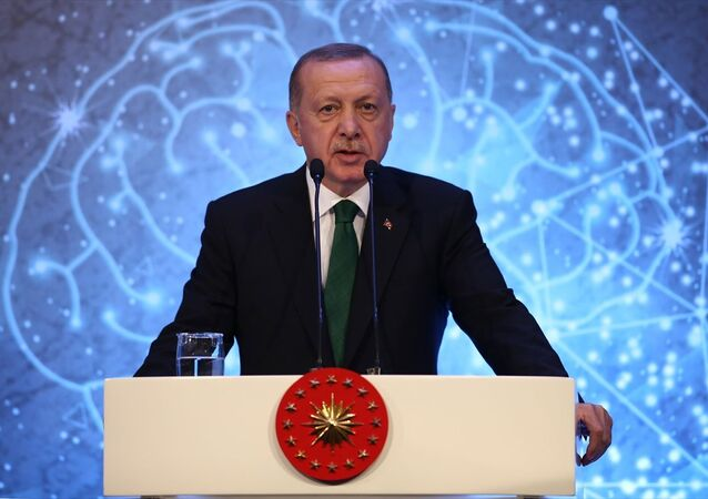 Türkiye Cumhurbaşkanı Recep Tayyip Erdoğan, Cumhurbaşkanlığı himayesinde, Sağlık Bakanlığı ev sahipliğinde, Türkiye Sağlık Enstitüleri Başkanlığı'nın (TÜSEB) bilimsel desteğiyle gerçekleştirilen 6. Türk Tıp Dünyası Kurultayı kapsamında verilen Aziz Sancar Bilim, Hizmet ve Teşvik Ödülleri törenine katıldı.