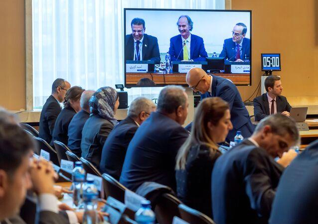 Suriye Anayasa Komitesi BM Cenevre ofisinde toplandı