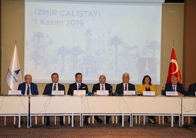 CHP'li büyükşehir belediye başkanlarının İzmir'deki çalıştayı sona erdi
