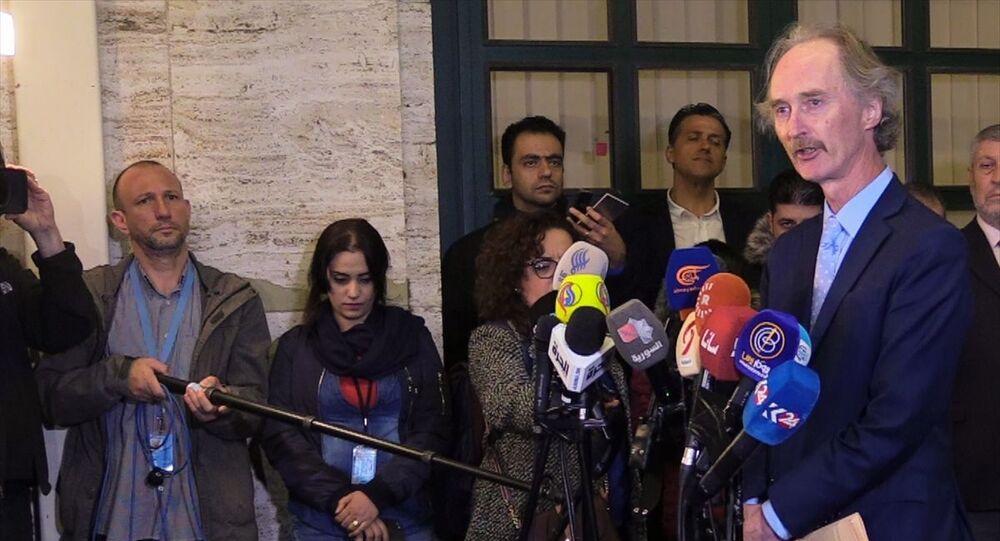 Birleşmiş Milletler (BM) Cenevre Ofisinde 150 üyenin katılımıyla çarşamba günü başlayan Suriye Anayasa Komitesi toplantılarının ilk bölümü sona erdi. BM Suriye Özel Temsilcisi Geir O. Pedersen, toplantıların ardından gazetecilere açıklama yaptı.