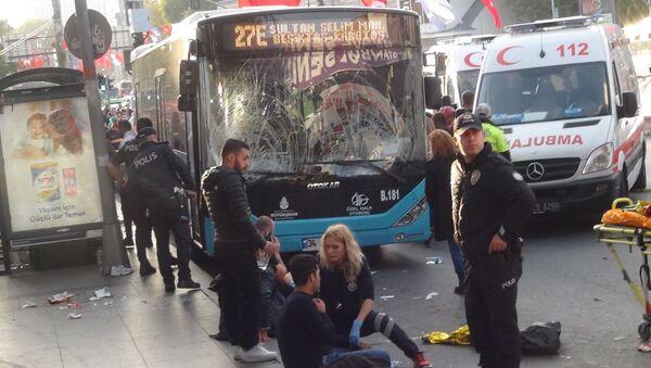 İstanbul Beşiktaş'ta otobüs durağa daldı - Sputnik Türkiye