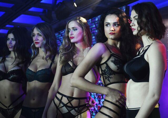 Moskova'nın ev sahipliği yaptığı Lingerie Moda Haftası,  iç çamaşırı endüstrisinin profesyonellerini bir araya getiriyor.