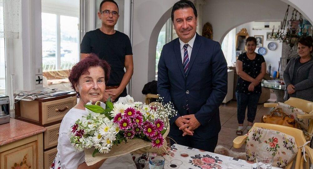 Ankara Şehir Hastanesinde fizik tedavi gören Yeşilçam'ın ünlü oyuncusu Fatma Girik, yaklaşık bir ay süren tedavisinin ardından döndüğü Muğla'nın Bodrum ilçesindeki evinde dinleniyor.