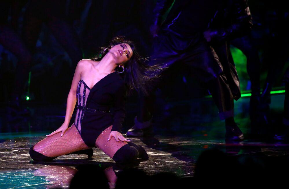 İspanya'daki 2019 MTV Avrupa Müzik Ödülleri töreninde sahne alan Becky G gösterisinden bir kare.