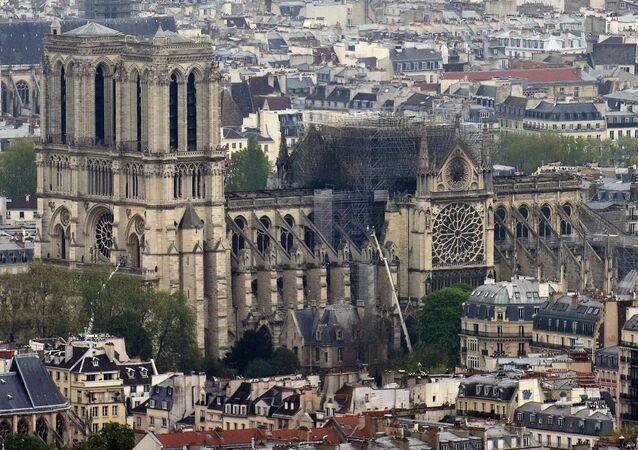 15 Nisan 2019 tarihinde çıkan yangında büyük zarar gören Fransa'nın başkenti Paris'teki tarihi Notre Dame Katedrali