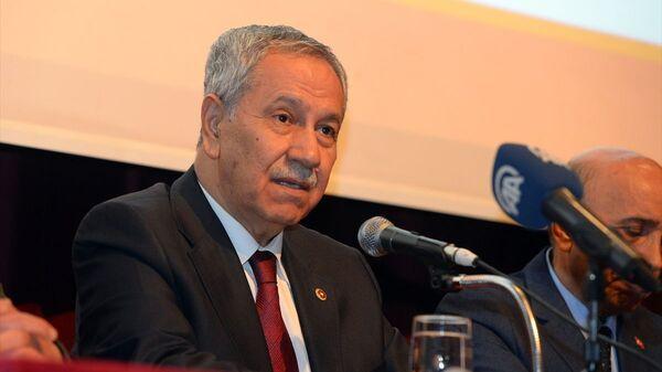 Cumhurbaşkanlığı Yüksek İstişare Kurulu Üyesi Bülent Arınç, bir takım temaslarda bulunmak üzere Iğdır'a geldi - Sputnik Türkiye