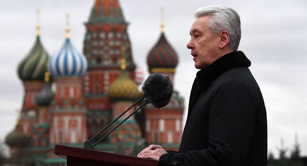 7 Kasım askeri geçit töreninde konuşma yapan Moskova Belediye Başkanı Sergey Sobyanin.