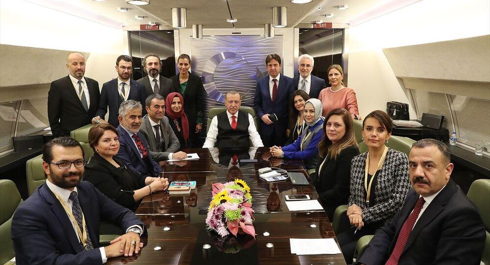 Türkiye Cumhurbaşkanı Recep Tayyip Erdoğan, Macaristan'daki temaslarının ardından yurda dönerken uçakta gazetecilerle sohbet etti.
