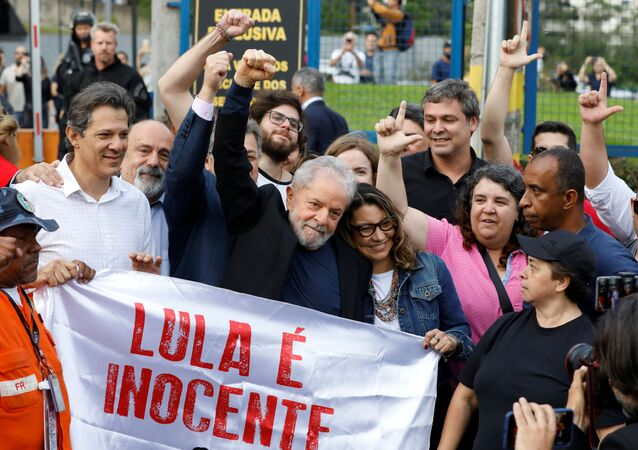 EskiBrezilya Devlet Başkanı Luiz Inacio Lula Da Silva, tahliye edilmesinin ardından konuştu