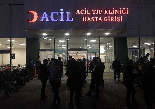 Sultangazi'de yedikleri yemekten zehirlendikleri gerekçesiyle hastaneye başvuran 53 kişi, tedavilerinin ardından taburcu edildi.