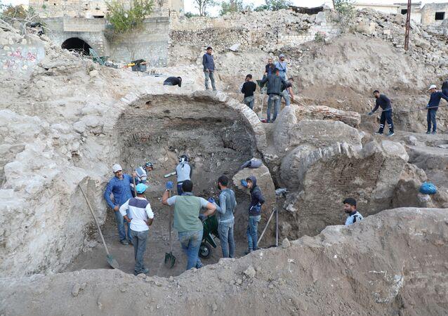 Yıkımın sürdüğü Hasankeyf'te yeni eserler bulundu
