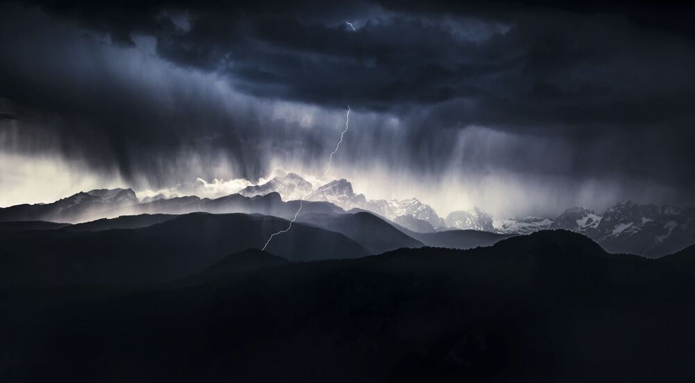 2019 Yılının Doğa Fotoğrafçısı Yarışması'nın Manzara kategorisinin kazananı Slovenyalı fotoğrafçı Ales Krivec'in 'Fırtınalı Gün' isimli görüntüsü.
