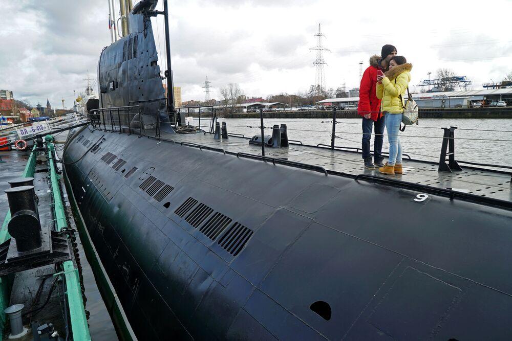 Kaliningrad  Fotoğrafta: Kaliningrad'daki Dünya Okyanus Müzesi'nde sergilenen B-413 tipi denizaltı