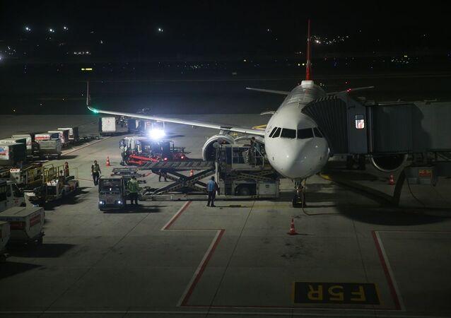 İstanbul'da ölü bulunan eski İngiliz ajan James Gustaf Edward Le Mesurier'in cenazesi tarifeli uçakla Londra'ya gönderildi.