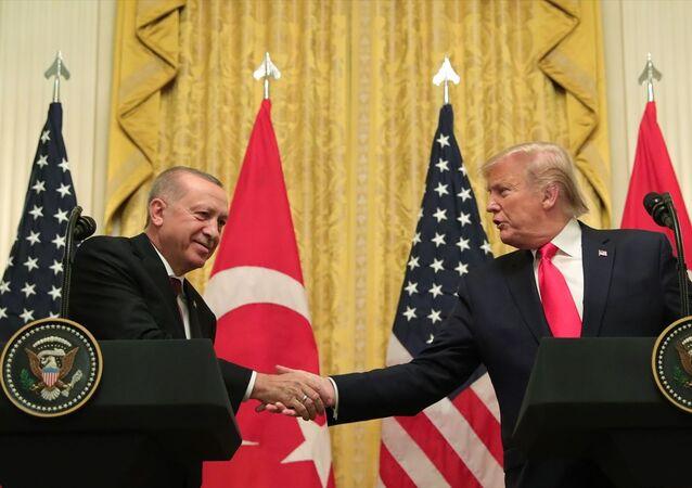 Türkiye Cumhurbaşkanı Recep Tayyip Erdoğan ve ABD Başkanı Donald Trump, Beyaz Saray'da baş başa ve heyetler arası görüşmelerin ardından ortak basın toplantısı düzenledi.