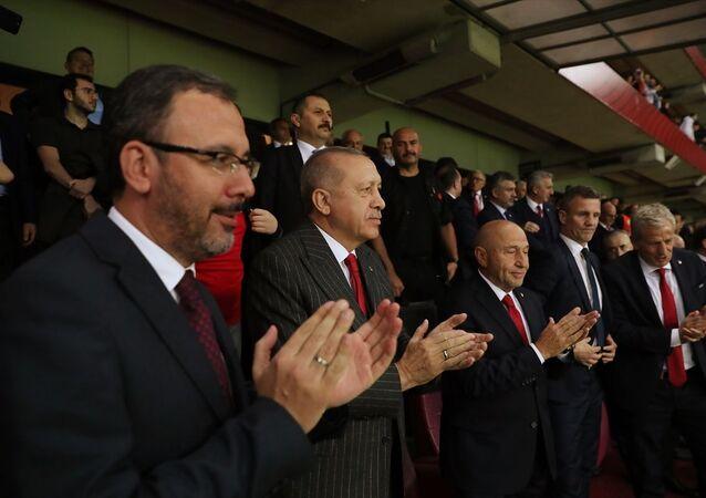 Cumhurbaşkanı Recep Tayyip Erdoğan Türk Telekom Stadı'na A Milli Futbol Takımı'nın 2020 Avrupa Şampiyonası Elemeleri'nde İzlanda ile yaptığı maçı izledi.