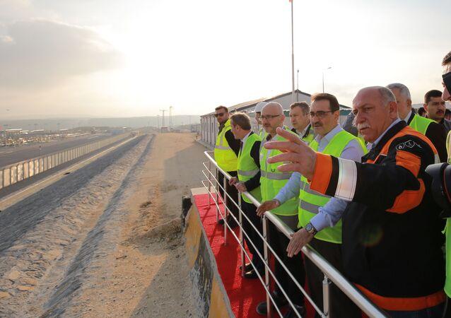 Enerji ve Tabii Kaynaklar Bakanı Fatih Dönmez, Türk Akım Doğalgaz Boru Hattı Projesi alım terminalini ziyaret ederek yetkililerinden bilgi aldı.