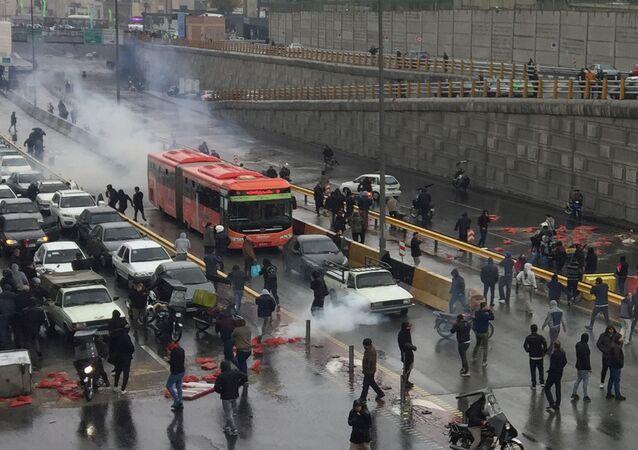 İran'da petrol zammı protestoları