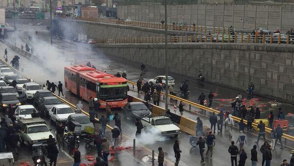 İran'da petrol zammı protestoları - Sputnik Türkiye