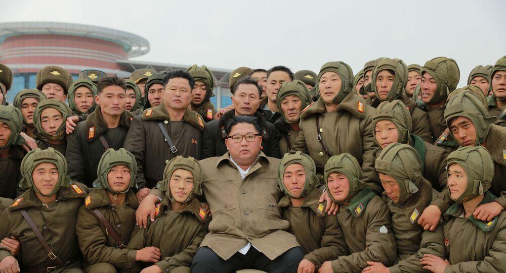 Kuzey Kore lideri Kim Jong-un hava birlikleriyle.
