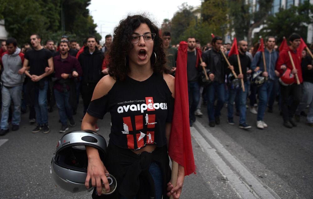 17 Kasım 1973'te 'Albaylar Cuntasına' karşı Atina Politeknik Üniversitesi öğrencileri önderliğinde başlayan direnişin yıl dönümünde sert protesto gösterileri yaşandı.