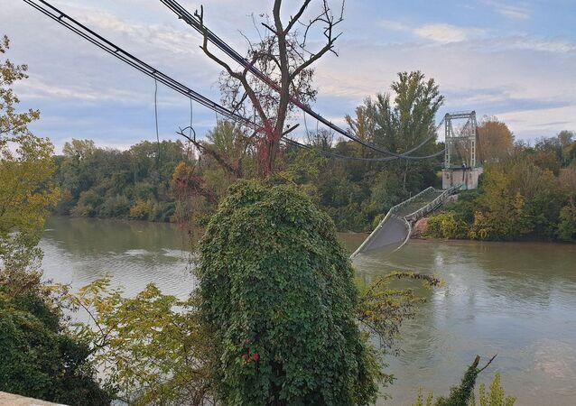 Fransa'da köprü çöktü: 2 ölü